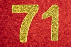 Numere seventy-one cores do ouro sobre um fundo vermelho anniversary Foto de Stock Royalty Free
