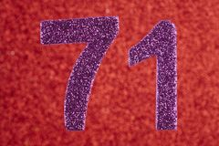 Numere seventy-one cores do roxo sobre um fundo vermelho Anniversa Imagens de Stock