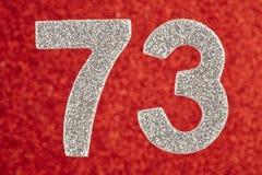Numere seventy-three cores de prata sobre um fundo vermelho Anniver ilustração do vetor