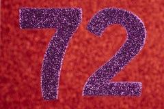 Numere seventy-two cores do roxo sobre um fundo vermelho Anniversa ilustração stock