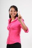 Numere un gesto de mujer hermosa en color de rosa Imagen de archivo libre de regalías