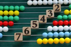 Numeri del cubo e del contatore Fotografia Stock