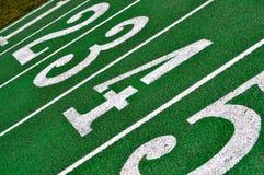 Numeri del vicolo della pista di atletismo Fotografie Stock