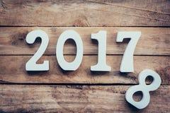 Numeri di legno che formano il numero 2017, per il nuovo anno 2017 sopra Immagine Stock