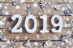 Numeri di legno che formano il numero 2019, per il nuovo anno e il whi fotografia stock