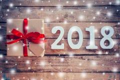 Numeri di legno che formano il numero 2018, per il nuovo anno 2018 sulla r Fotografie Stock Libere da Diritti