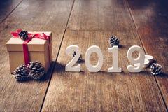 Numeri di legno di vista superiore che formano il numero 2019, per il nuovo sì immagine stock