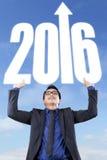 Numeri di sollevamento 2016 dell'uomo di successo Immagini Stock