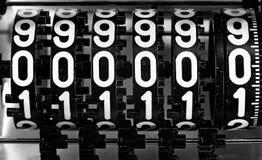 Numeri di un metro analogico con il testo 000000 Immagine Stock
