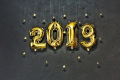 2019, numeri dorati, gonfiabili, nuovo anno, pietra, fondo, W Fotografie Stock Libere da Diritti