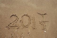 Numeri 2017 sulla spiaggia Concetto di festa del nuovo anno Fotografie Stock Libere da Diritti