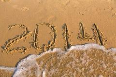 2014 numeri sulla spiaggia sabbiosa gialla Fotografia Stock Libera da Diritti