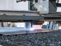 Numerieke CNC plasmasnijder, de delen van het besnoeiingenmetaal van blad van staal royalty-vrije stock fotografie