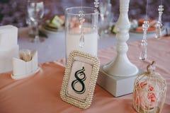 Numerierungstabellen an der Hochzeit Stockfotos