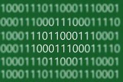 Numerisk fortlöpande kod i grön färg, abstrakta rengöringsdukdata i b Arkivfoton