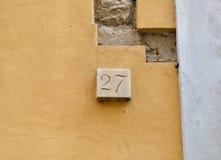 Numero civico di marmo ventisette Fotografie Stock