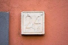 Numero civico di pietra 24 Fotografie Stock
