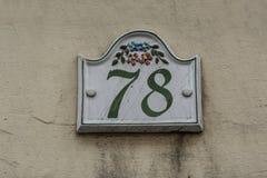 Numero civico settantotto della piastrella di ceramica fotografia