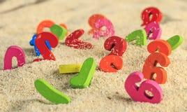 Numero colorato nelle dune di sabbia fotografie stock libere da diritti