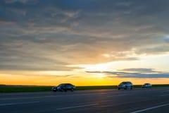 Numero dei veicoli che viaggiano sulla strada Immagine Stock