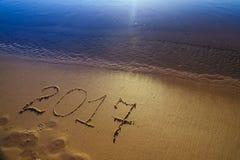 Numero del nuovo anno 2017 sulla sabbia Fotografie Stock Libere da Diritti