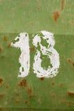 Numero diciotto dipinto su un vecchio barilotto verde del metallo Immagini Stock Libere da Diritti