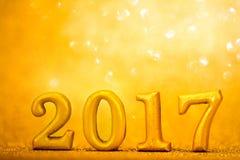 Numero 2017 disposto sul fondo elegante di fascino dell'oro per il nuovo YE Fotografie Stock Libere da Diritti