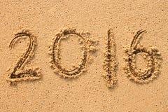 Numero 2016 scritto a mano sulla sabbia Fotografia Stock Libera da Diritti
