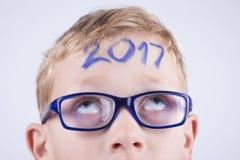2017, numero sulla testa di giovane ragazzo Immagine Stock Libera da Diritti