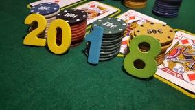 Numerowy 2018 na stole bawić się grzebaka z kartami i grzebaków układami scalonymi Obrazy Stock