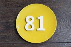 Numerowy osiemdziesiąt jeden na żółtym talerzu Zdjęcia Royalty Free