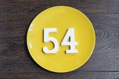 Numerowy pięćdziesiąt cztery na żółtym talerzu Zdjęcie Royalty Free