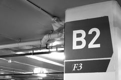 Numerowy podziemny parking, parking b2 f3 numerowy znak Zdjęcia Stock