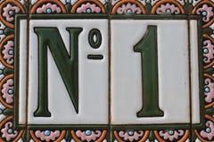 Nummer één 1 groene witte roze kleurrijke plaat van het ontwerphuisnummer in winst van de de winnaar eerste prijs van Spanje de b Stock Afbeelding