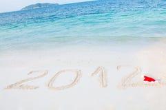 Nummer 2012 op tropisch strandzand Stock Afbeelding