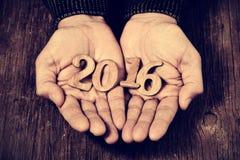 Nummer 2016, als nieuw jaar, in de handen van een mens Royalty-vrije Stock Foto's