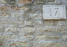 Nummer av gataadressen med closeupen för nummer 17 Royaltyfri Bild