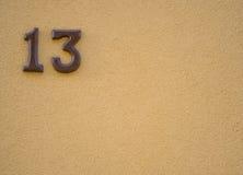 Nummer av gataadressen med nummer 13 Arkivfoto