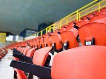 Nummer av tomma platser i en gammal stadion Fotografering för Bildbyråer