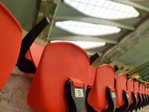 Nummer av tomma platser i en gammal stadion Royaltyfri Bild