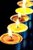 Nummer av varma gula stearinljus Arkivfoton