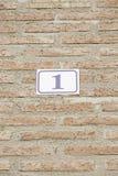Nummer Eins in einer Backsteinmauer Lizenzfreies Stockbild