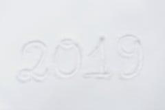 Nummer eller datum för nytt år 2019 på snöyttersida Arkivfoton
