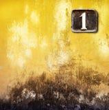 Nummer ett på väggbakgrund Arkivbilder