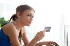 Nummer för dammaskinskrivningkreditkort, när packa ihop direktanslutet Royaltyfria Bilder
