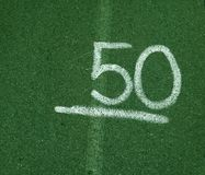 Nummer 50 femtio på grön bakgrund Fotografering för Bildbyråer