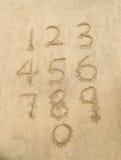 Nummer från ett till tio som är skriftliga på sand Royaltyfri Fotografi