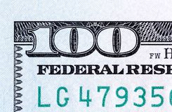 Nummer 100 Fragment van nieuw 100 bankbiljettenclose-up Royalty-vrije Stock Foto