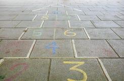 Nummer i asfalten för barnlek Fotografering för Bildbyråer