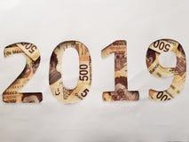 nummer 2019 in Mexicaanse rekeningen van 500 peso's met witte achtergrond Stock Foto's